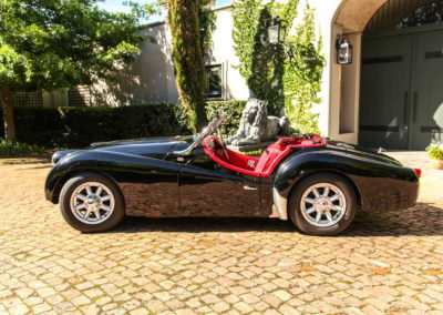 Triumph TR3 1959 convertible black red interior AS 6