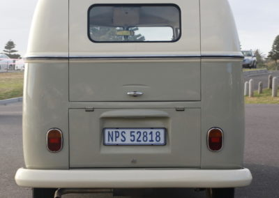 VW Bus 1963 Cream & Taupe Manual AS -005