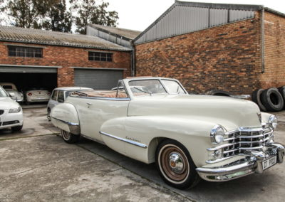 Cadillac 1947 Convertible Cream w Beige hood AS-5