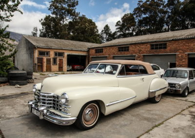 Cadillac 1947 Convertible Cream w Beige hood AS-9
