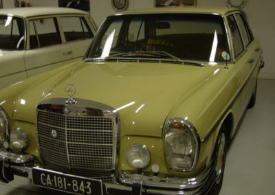 Mercedes 280SE Sedan Yellow AS-1